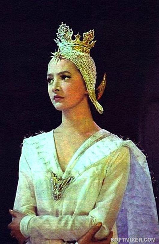 Дебютом в кино для нее стала роль царевны Лебедь в фильме Александра Птушко «Сказка о царе Салтане» (1966 год). Зрители были очарованы грацией этой красавицы — и не удивительно: она в то время уже была одной из солисток балета Большого театра.