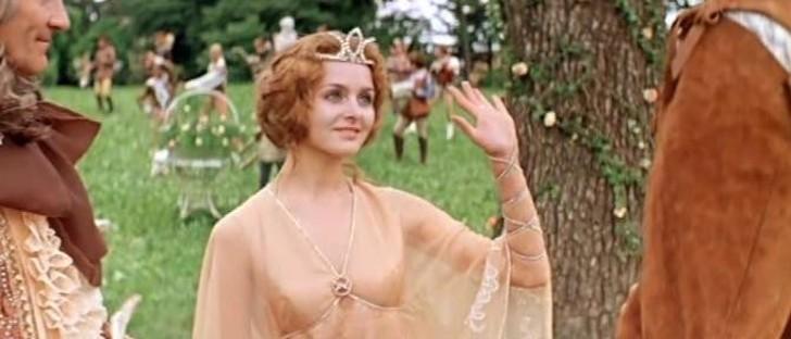 Юная красавица стала находкой для детского кино, ее необыкновенно выразительные глаза просто подкупали зрителя. Это именно она — наша любимица Аленушка из фильма «Финист — Ясный сокол» и Принцесса из «Принцессы на горошине».