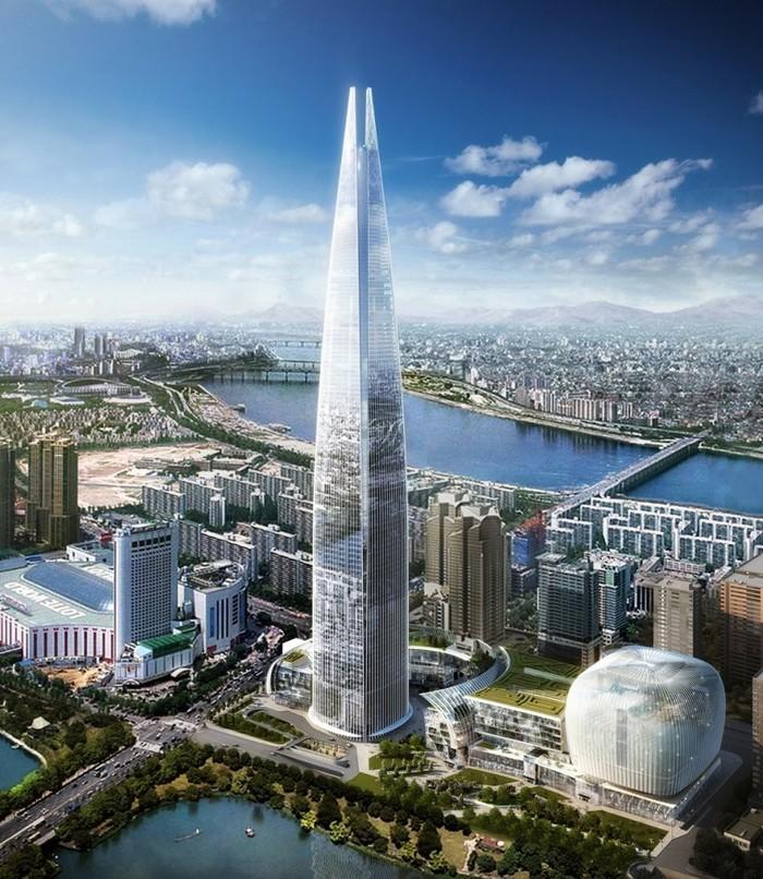 Значительно выше всех остальных зданий в Сеуле, Южная Корея, над горизонтом воспарит 556-метровый 123-этажный небоскреб Lotte World Tower, когда будет закончен в 2016 году. В здании будут находиться (снизу вверх): магазины, офисы, апартаменты, гостиницы и смотровая площадка наверху. Он также заметно обгонит экстраординарный пирамидальный отель Ryugyong в Северной Корее и станет самым высоким зданием на Корейском полуострове.