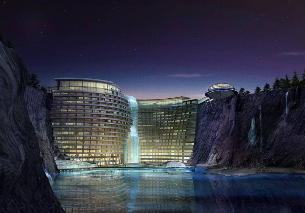 Очевидно, этот нежащийся среди скал и озер отель — следующий в списке мест для отдыха высокого класса в Китае. Как и горный курорт Даванг, отель Songjiang находится в карьере, причем расположенный неподалеку от Шанхая отель будет построен прямо на стенах карьера, а по его фасаду будет стекать водопад. Ну а если вы не сможете наслаждаться видом с одного из верхних этажей, отправляйтесь в нижние — они будут находиться под водой.