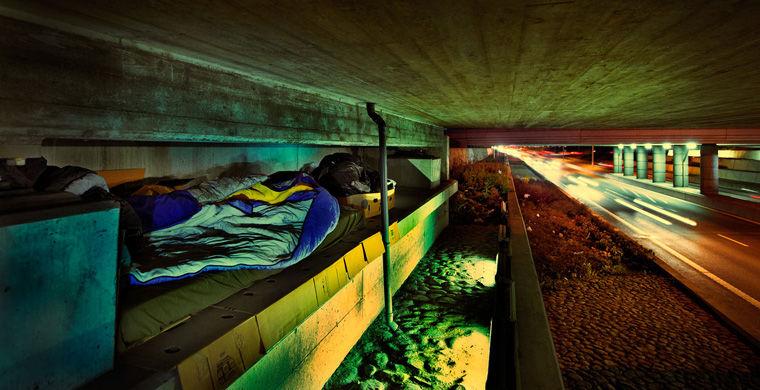 Розміщення можливе в спальному мішку, саморобної наметі, на лавці, картонках, газетах - всього доступно десять варіантів на вибір.  Таким чином готель намагається привернути увагу до проблеми бездомних, яких в місті близько 3400 чоловік.