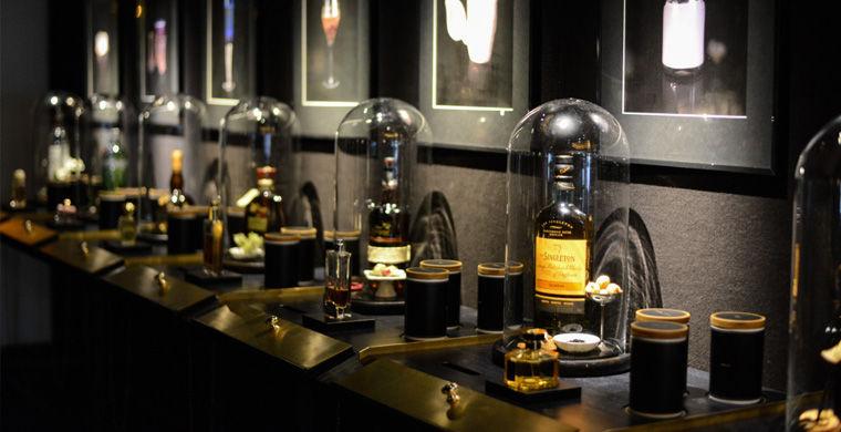У берлінському готелі Ritz Сarlton відкрився перший в світі бар на честь парфуму.