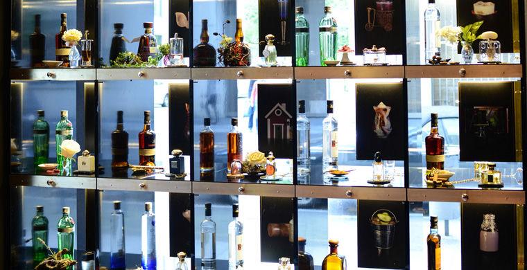 Примітно, що рецепти не тримаються в таємниці і описані в «парфумерному меню».  Ціна за коктейль - 11-14 євро.