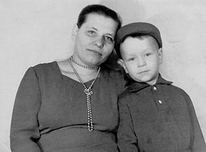 Валерий Кипелов с мамой
