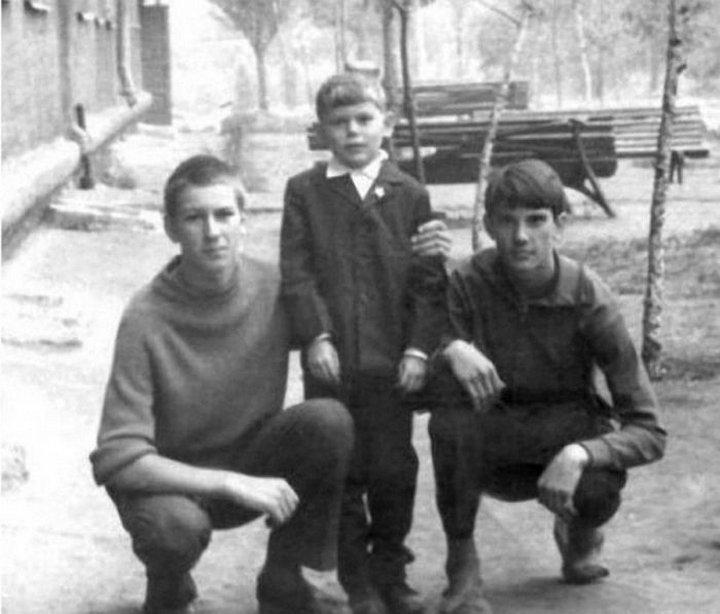 Юрий Хой со старшими братьями