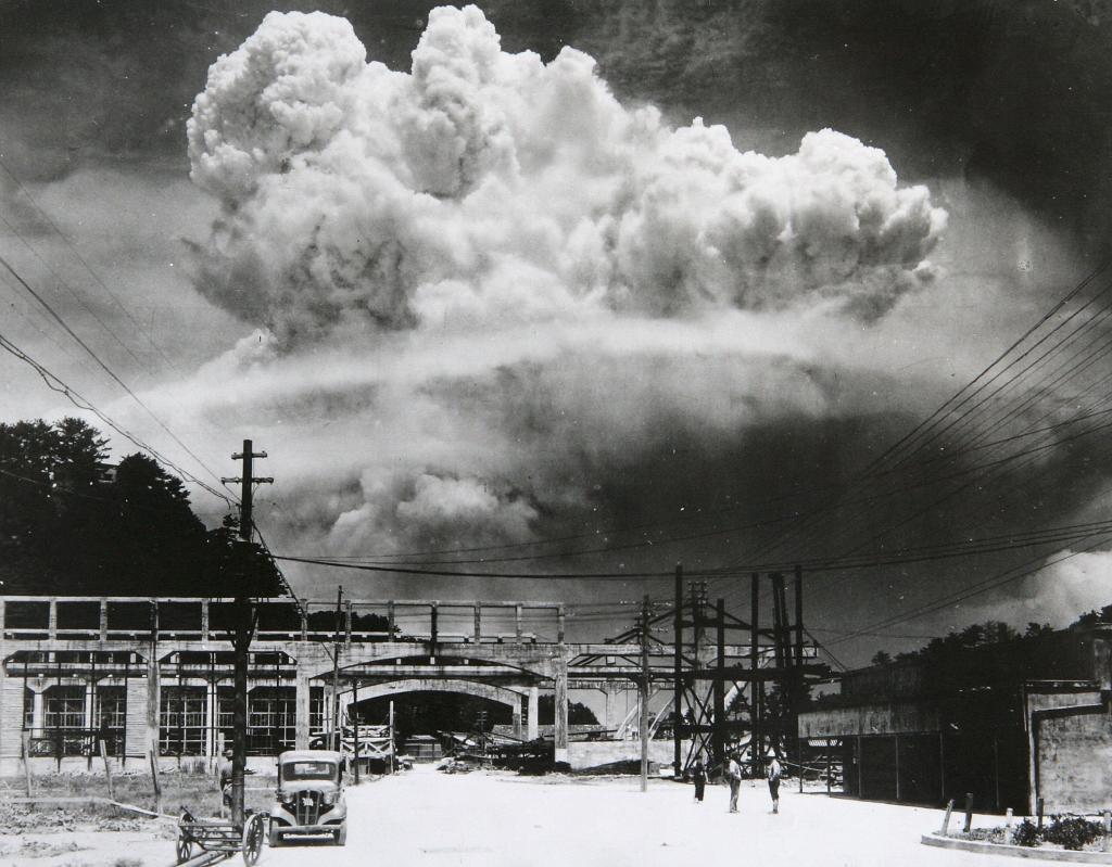 Ядерный взрыв над Нагасаки. 1945 год.