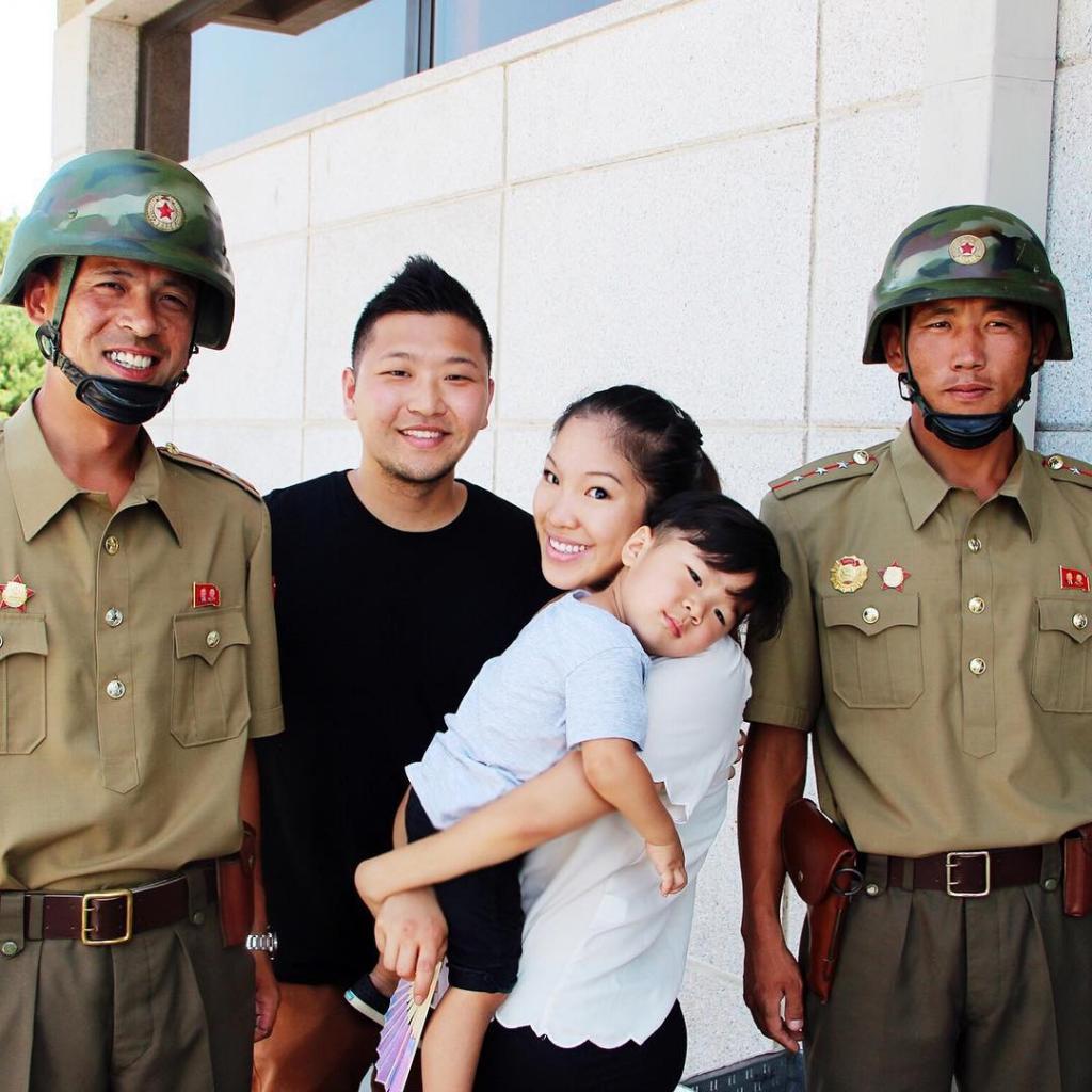Дружелюбные для фото корейские солдаты