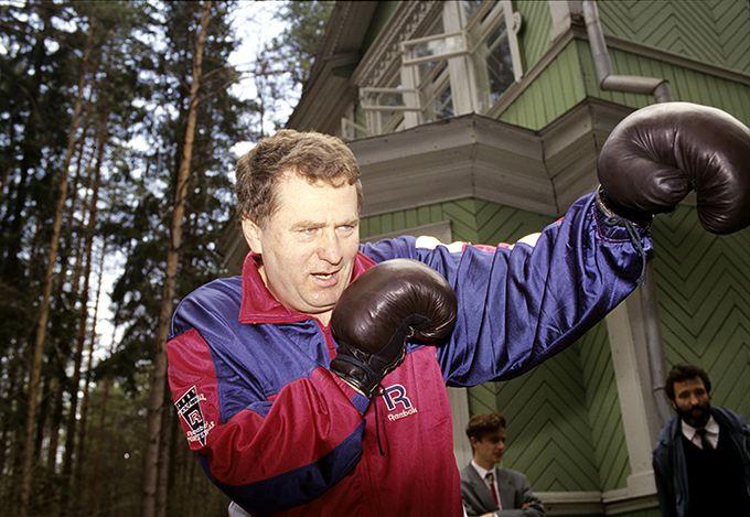 Владимир Жириновский занимается спортом.