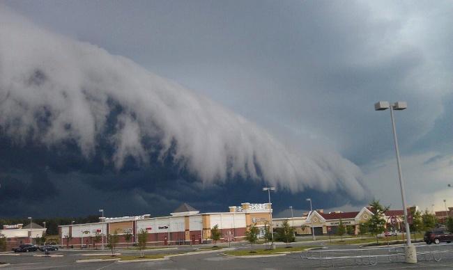 Облако-цунами в городе Мидлотиан, штат Вирджиния, США