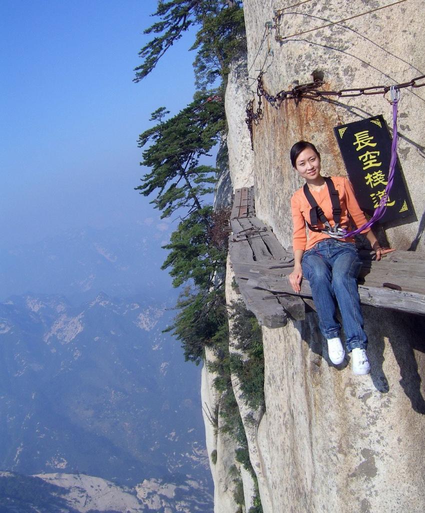 Наверное, только эта «Тропа смерти» на высоте 2130 метров.
