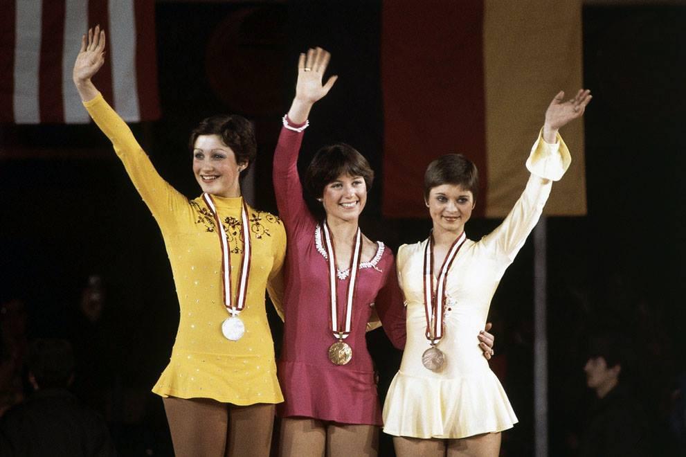 Фигуристки-медалистки. Диане де Леу-Нидерланды, Дороти Хамилл-США золото, Кристин Еррат-ГДР. Инсбрук. 1976 год.