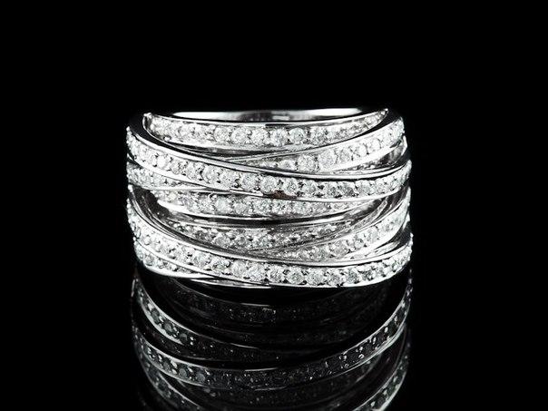 Кольцо швейцарского бренда de Grisogono. Стоимость - 1,9 миллиона рублей.