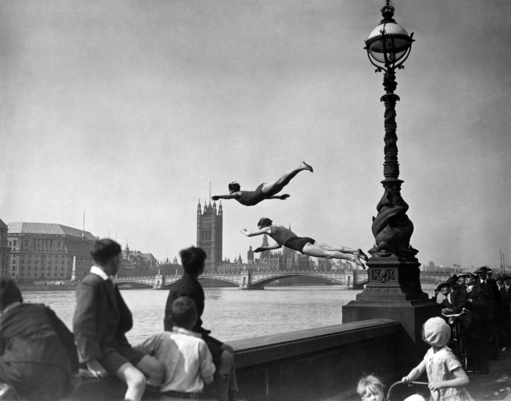 Прыжки в Темзу, 1934 год, Лондон.