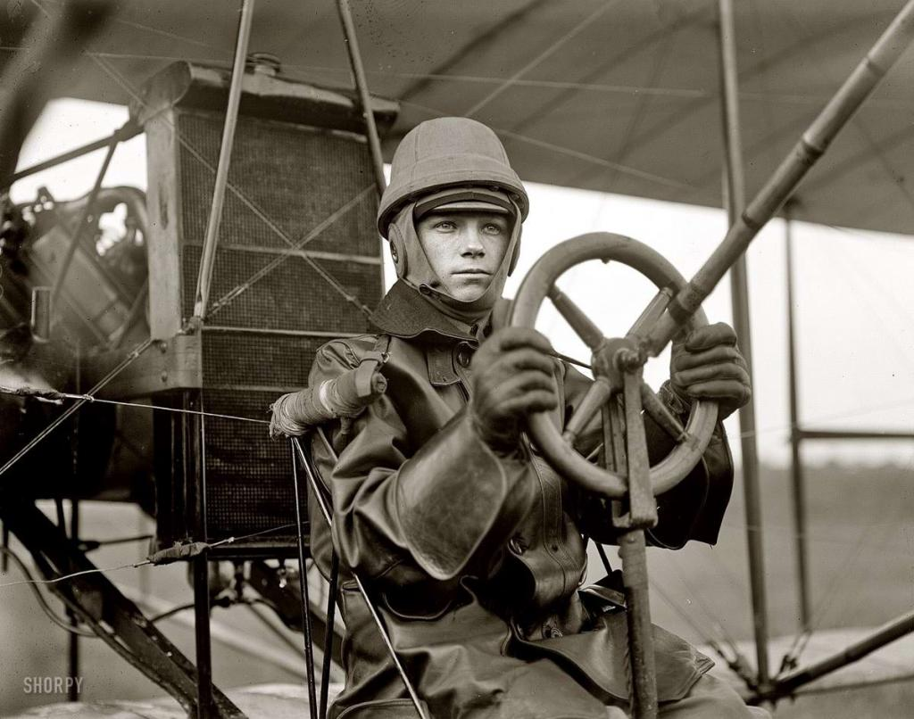 """Игорь Сикорский. В 1912 году он построил первые в мире четырехмоторные воздушные гиганты, назвав их """"Гранд"""" и """"Илья Муромец""""."""