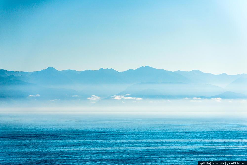 По площади водного зеркала Байкал занимает шестое место среди крупнейших озер мира.