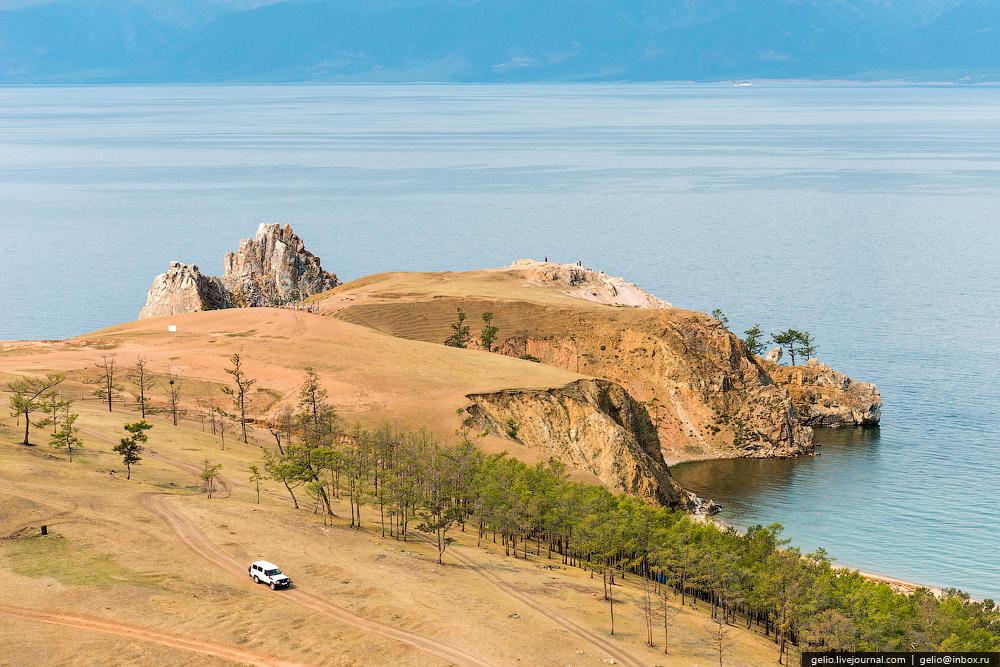 Остров Ольхон. Крупнейший и единственный обитаемый остров озера Байкал. Длина — 71 км, ширина — до 12 км.