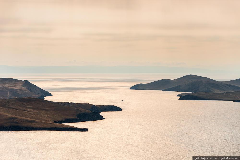 Попасть на остров Ольхон можно благодаря паромной переправе.