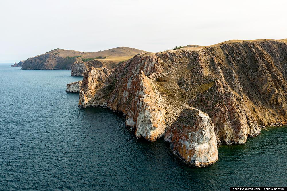 Мыс Саган-Хушун. Длина мыса около 1 км, высота над уровнем озера 100 м.