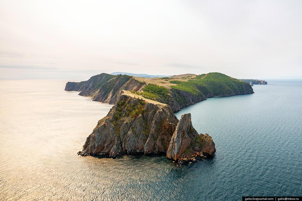 Мыс Хобой находится вблизи самого широкого места Байкала (79,5 км), и только в хорошую погоду с него можно разглядеть восточный берег.