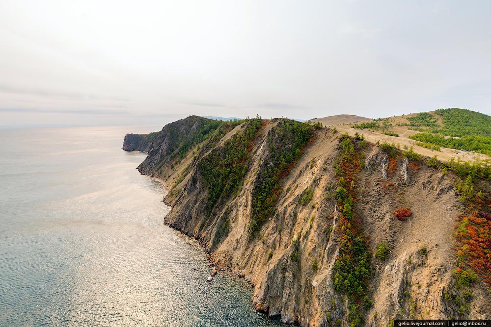 Мыс Шунтэ-Левый. Недалеко отсюда находится глубочайшее место Байкала — 1642 м.