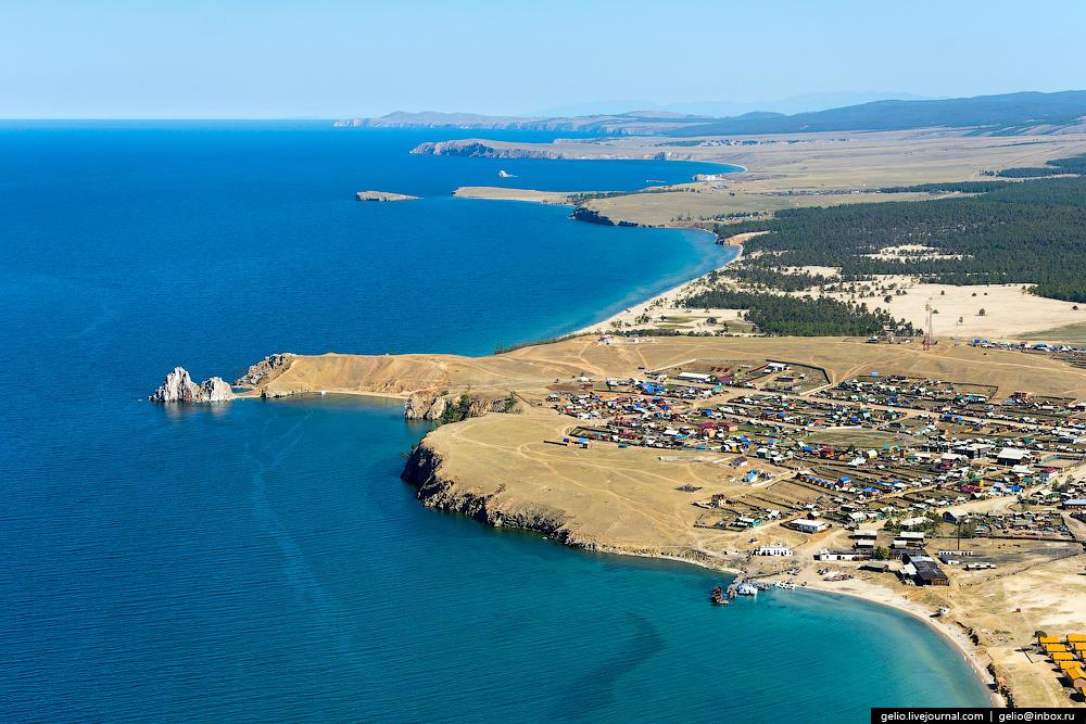 Вблизи мыса расположен поселок Хужир с населением 1,3 тыс. жителей — самый крупный населенный пункт на острове.