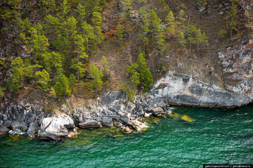 Водная масса Байкала оказывает влияние на климат прибрежной территории. Зима здесь бывает мягче, а лето — прохладнее.