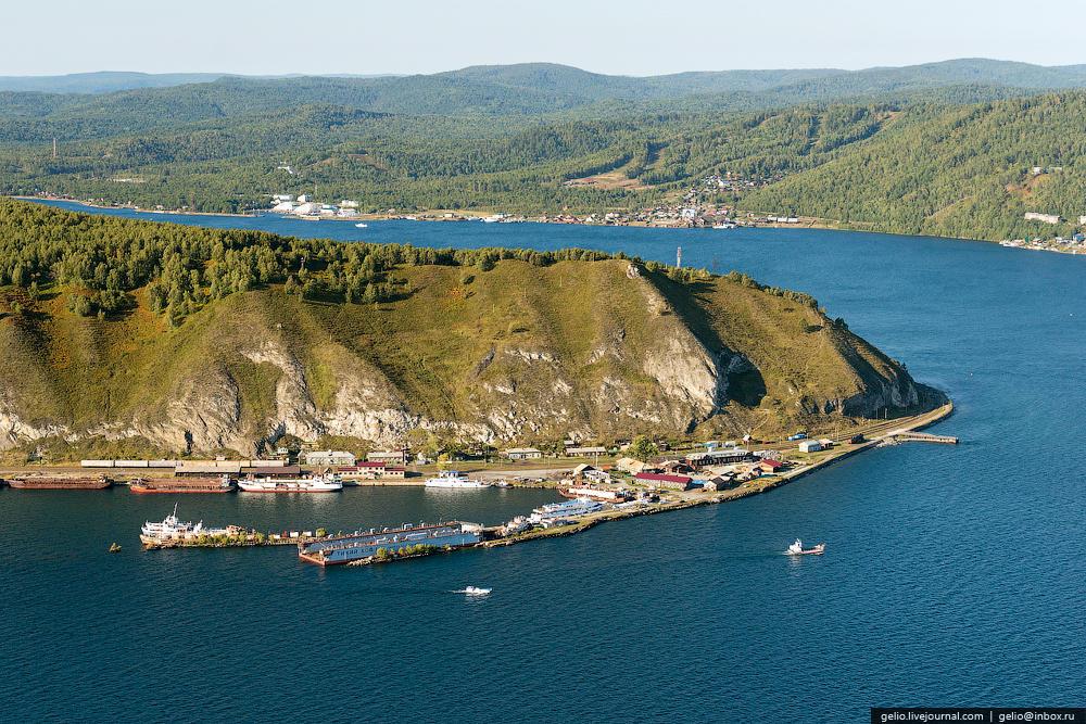 Поселок Байкал — конечный пункт Кругобайкальской железной дороги.