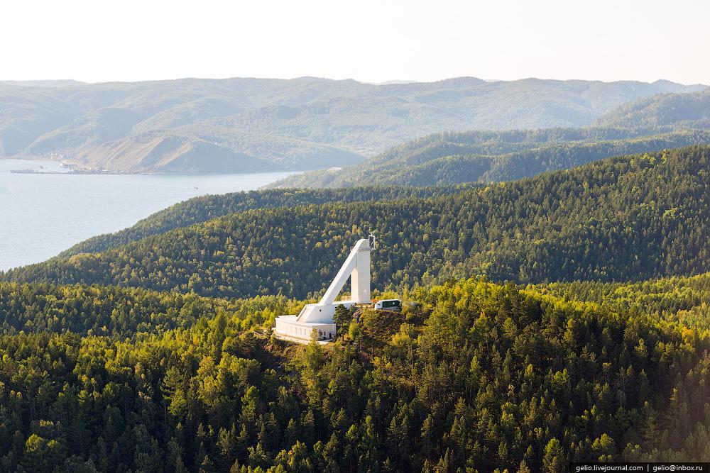 Байкальская астрофизическая обсерватория (БАО) расположена на окраине Листвянки. Основные задачи: наблюдения тонкой структуры солнечных активных образований, регистрация солнечных вспышек и других нестационарных явлений в солнечной атмосфере.
