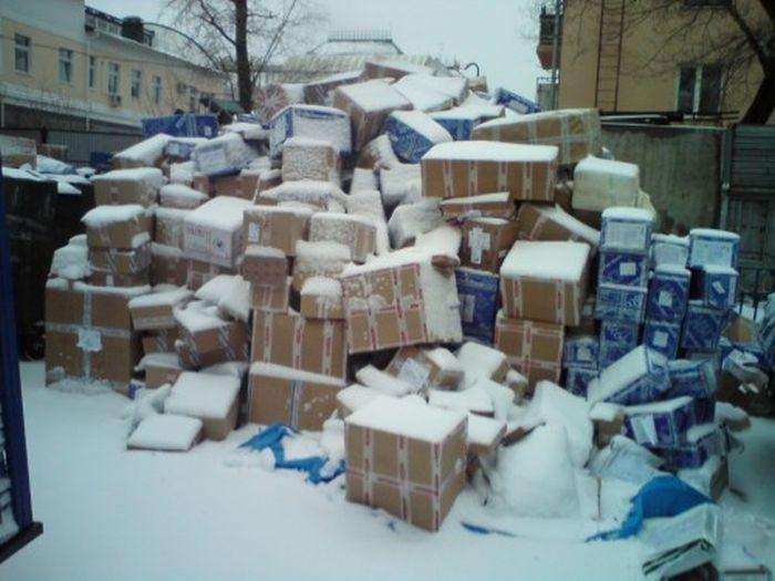А эти фотографии сделаны в Хабаровске, так там относятся к посылкам