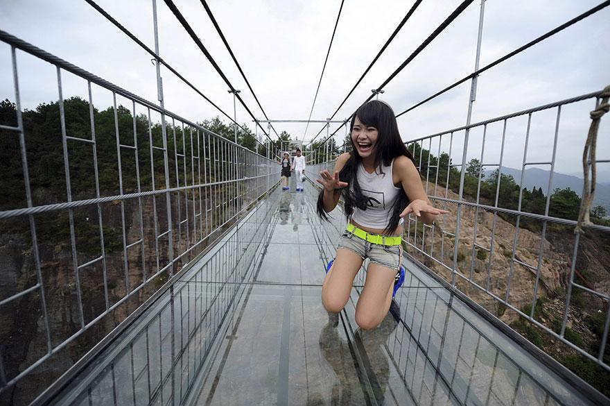 worlds-longest-glass-bridge-shiniuzhai-geopark-china-2