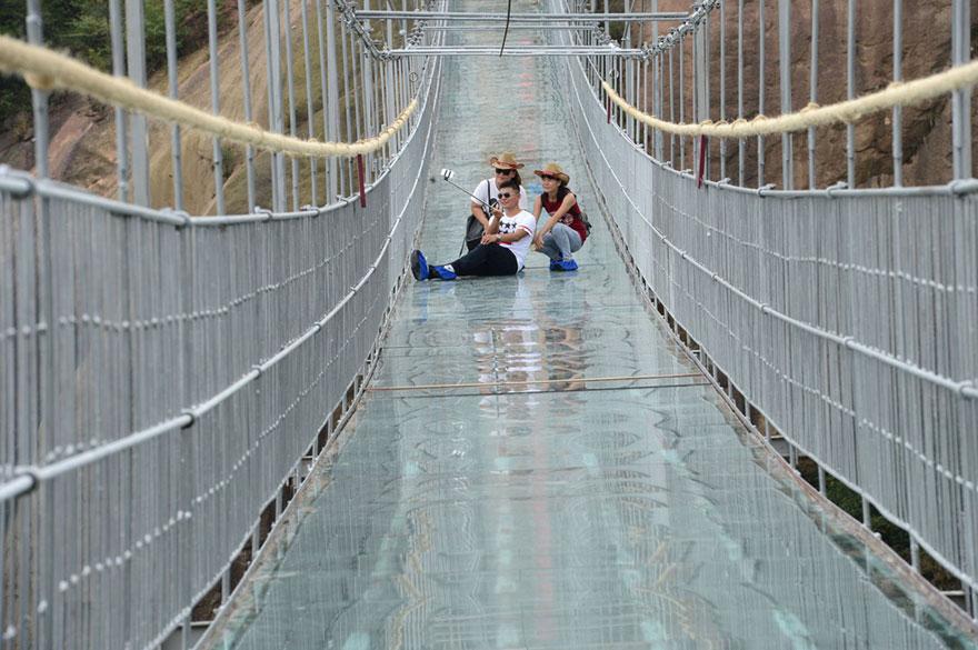 worlds-longest-glass-bridge-shiniuzhai-geopark-china-7