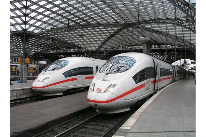 ICE — скоростные поезда, курсирующие по территории Германии и сопредельных государств. В каждом составе есть вагон-бистро и специальные «игровые» купе для детей