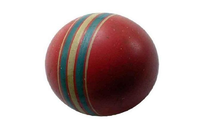 Советские игрушки. Красный мяч.