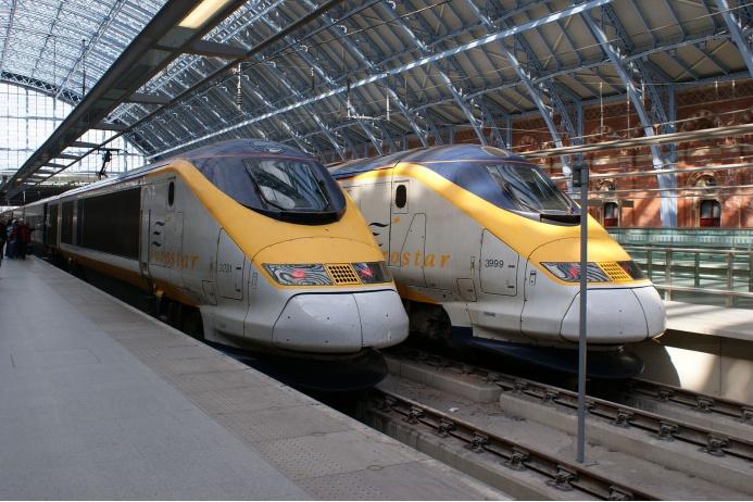 Eurostar, или British Rail Class 373 — знаменитый британский высокоскоростной электропоезд, идущий в тоннеле под проливом Ла-Манш и соединяющий Великобританию со странами континентальной Европы