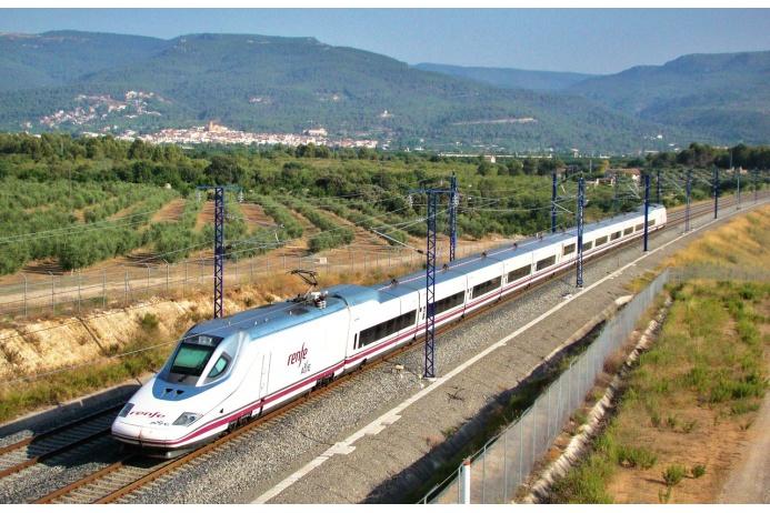 Аббревиатура AVE (Alta Velocidad Espanola) по-испански обозначает «птица». Этот поезд «летает» из Мадрида в Вальядолид и Барселону со скоростью более 330 километров в час