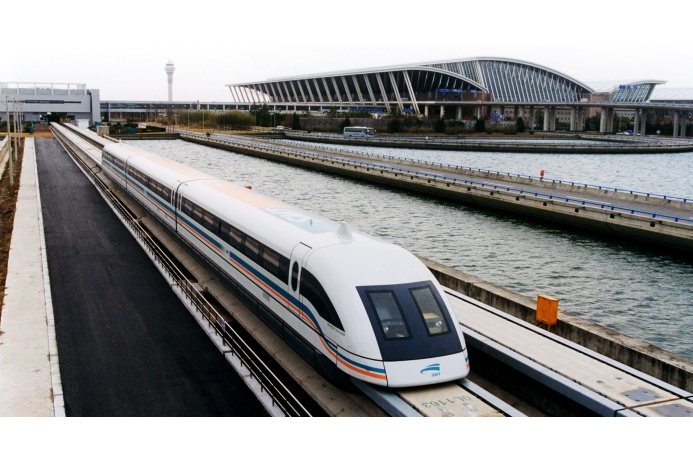 Китайский Shanghai Maglev — экологичный поезд на магнитной подушке. Средняя скорость составляет 431 километр в час, а скоростной рекорд, достигнутый этим составом, превышает 500 километров в час