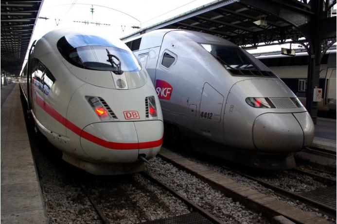 Французские высокоскоростные поезда TGV POS соединяют столицу Франции с крупнейшими городами Швейцарии и Германии. Десять одноэтажных вагонов поезда вмещают в себя 377 пассажиров