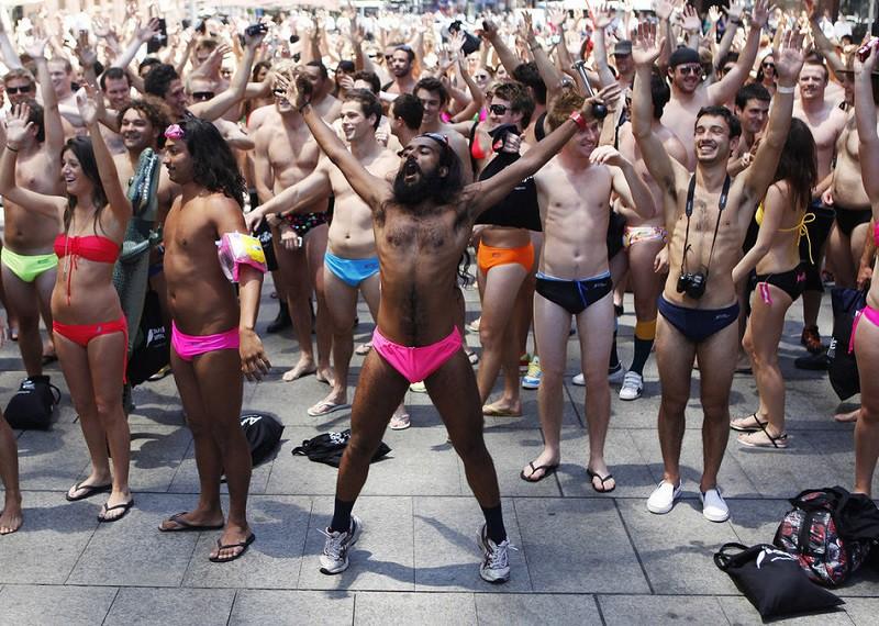 13. Самый большой парад купальников В ноябре 2009 года это событие состоялось в Сиднее. Кажется, организаторы так и не смогли подсчитать количество участников.