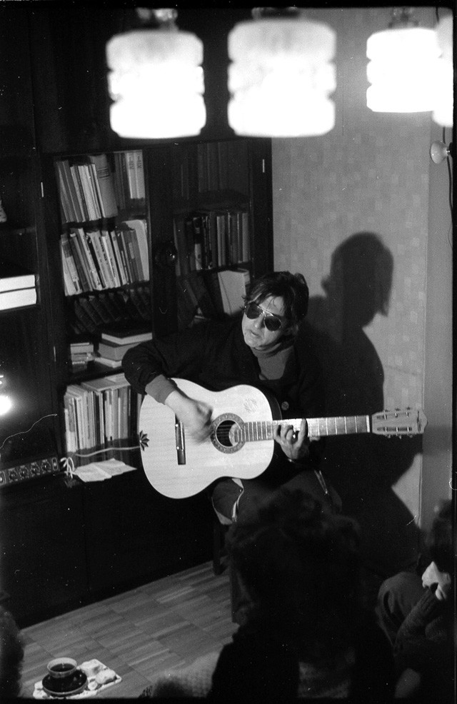 Майк Науменко на квартирнике, 12 января 1986.
