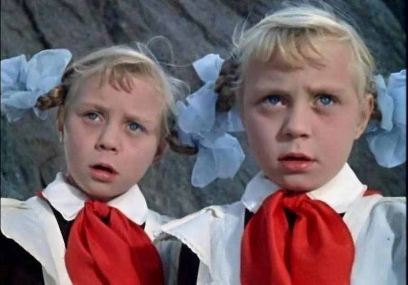 Какими выросли любимые актеры из детских фильмов