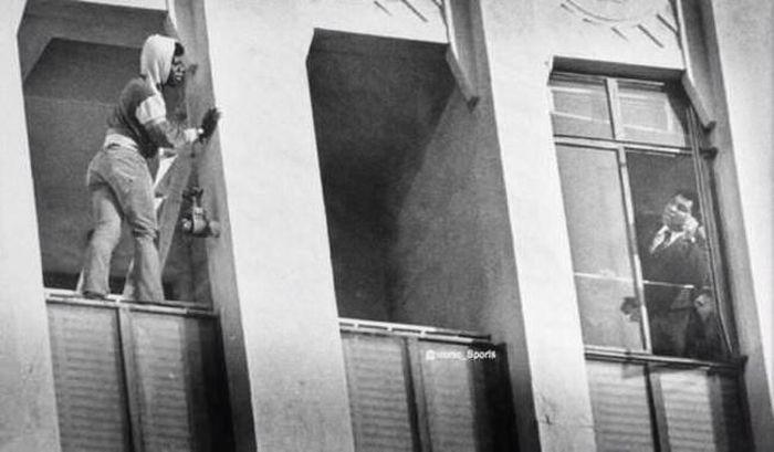 Мохаммед Али отговаривает человека от попытки самоубийства, 1981 год.