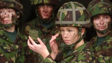 Вооруженные красотки в армиях мира
