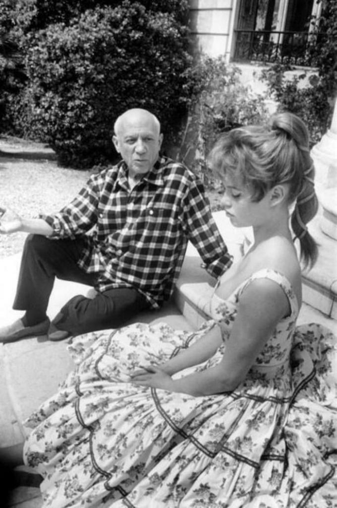 Пабло Пикассо и Брижит Бардо, 1956 год.