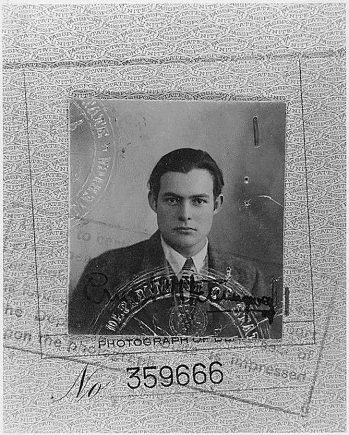 Фото на паспорт Эрнеста Хемингуэя, 1923 год.