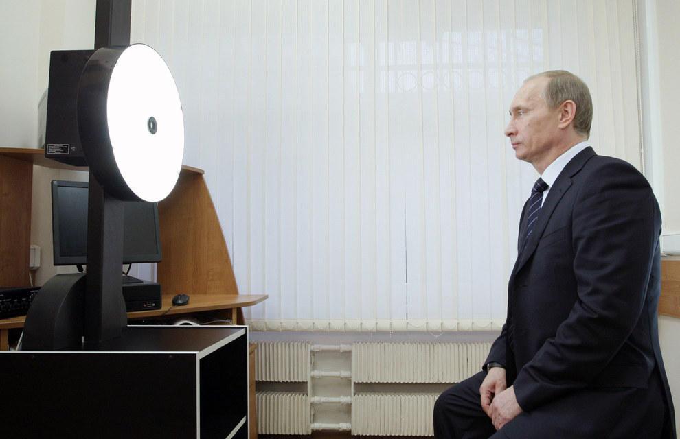 Путин смотрит в будущее. (Reuters Photographer/Reuter)