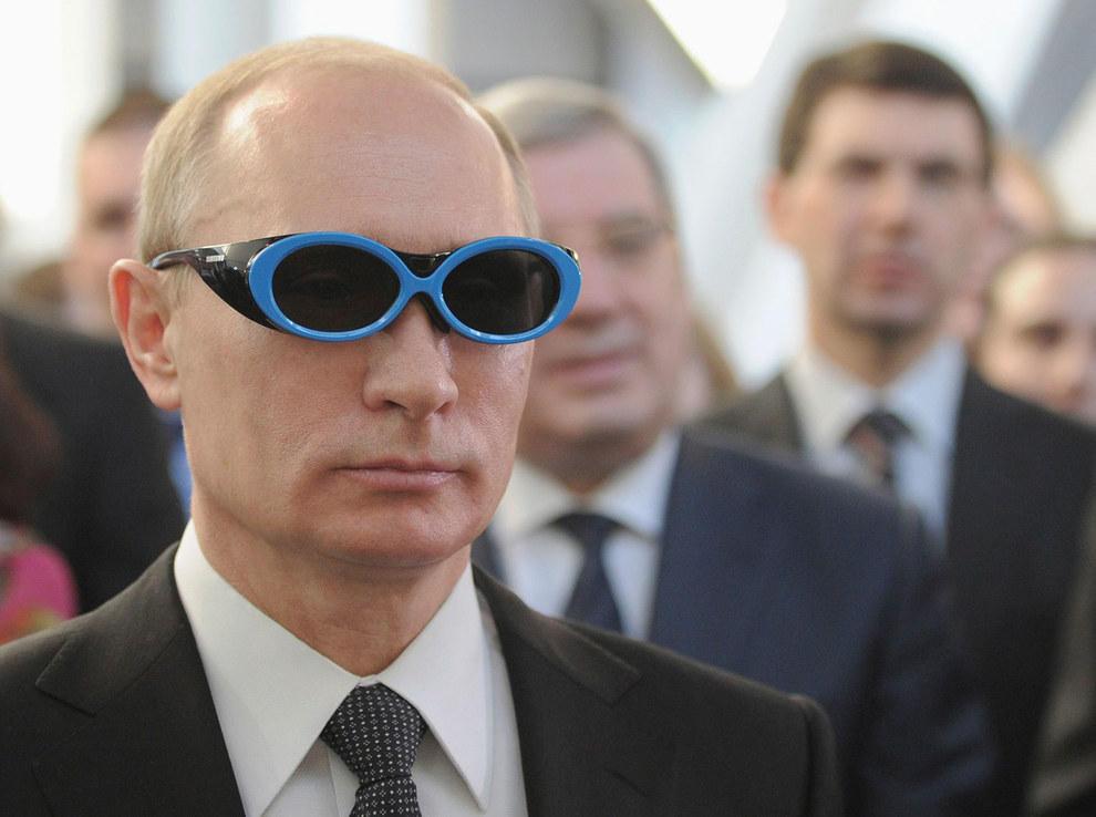 Путин смотрит на мир через крутые очки. (RIA Novosti/Reuters)