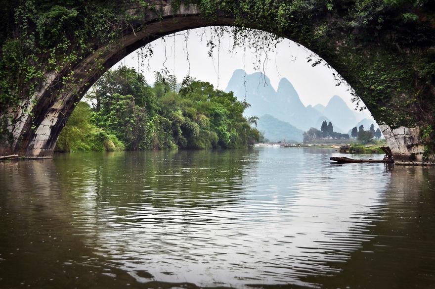 Драконов мост над рекой Юлонг в Яншо