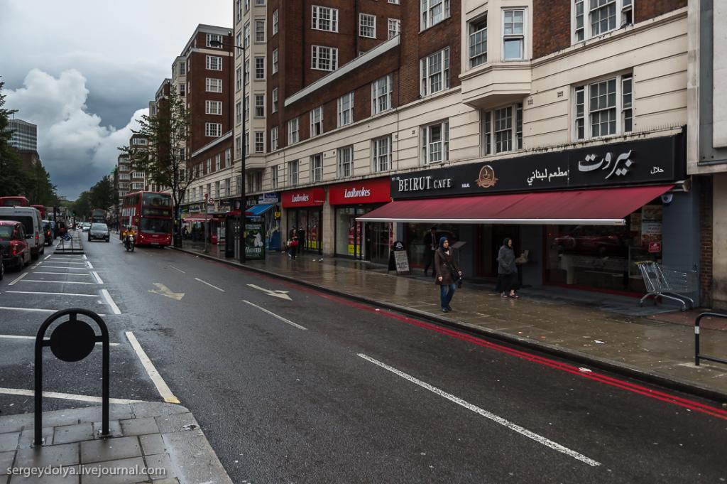"""Вообще, в тот день мы много и долго гуляли по Лондону, пройдя в общей сложности 30 километров. В какой-то момент вдруг заметили, что большинство кафе начали именоваться однообразно и подозрительно - """"Бейрут""""."""