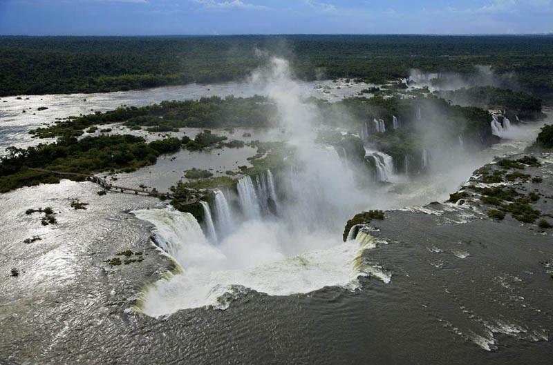 11. Водопады Игуасу, Аргентина и Бразилия