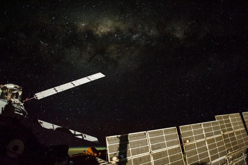 12. Автоматический грузовой корабль, кадр сделан членом 41-й экспедиции Алексом Герстом, 13 сентября 2014 года